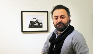 I sin vassa politiska konst vänder sig Seida mot de krafter som vill underminera demokrati, frihet, feminism och människovärde.