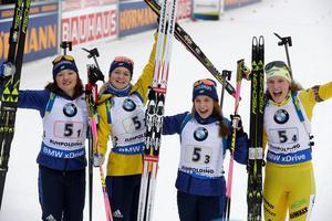 Linn Persson, Mona Brorsson, Anna Magnusson och Hanna Öberg säkrade en tredjeplats i stafetten. Bild: TT