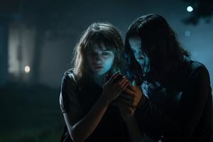 Foto: UIP/Dana Starbard Slender man är internetmemet som inspirerade ett mordförsök på en tolvårig flicka. Filmen om honom är mer sömnig än läskig.
