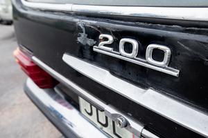 Begravningsbilen, en Mercedes 200, har gått 11 600 mil och är både bucklig och rostig. Men är samtidigt en klenod.