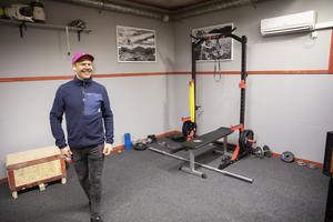 Utöver skivstång och vikter ska även en träningscykel ingå i utrustningen.