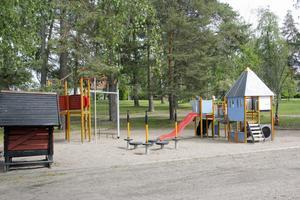 Teater, godisregn och dansuppvisning är bara några av programpunkterna i Pinnparken 29 juni.