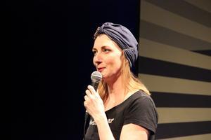 Komikern, skådisen och manusförfattaren Elina Du Rietz berättar om det ansvarstyngda livet som så kallad