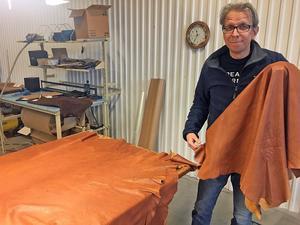 Skinnhandlaren Patrik Eriksson har bestämt sig för att sluta köpa in råhudar från jaktlagen.