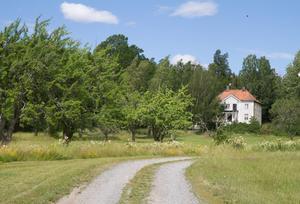 Eknäs gård ligger lantligt. Fastighetsägaren vill bygga 70 nya bostäder i området.