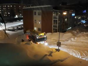 Räddningstjänsten körde fast med en stegbil på Skönsmon under en utryckning.