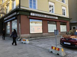 Klassiska Leanders Antikvariat slog igen för två år sedan och ännu har ingenting annat öppnat i lokalen på Stora gatan.
