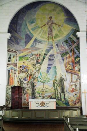 När Jesus stiger ner möts han på Gunnar Torhamns målning i Hassela kyrka av välkända Hasselabor.