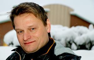 Beslutet om att upphöra med kostnadsfri förskola under jul- och sommarlov behöver formuleras om, anser utbildningsnämndens ordförande Mikael Johansson (S).