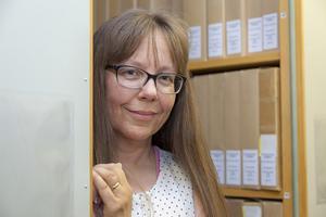 Kickan Pålsson har en spännande arbetsplats. Hon berättar att de handlingar som efterfrågas mest är byggnadslov och gamla betyg. Betyg från sent 1800-tal finns i kommunens arkiv, men vissa kan saknas.