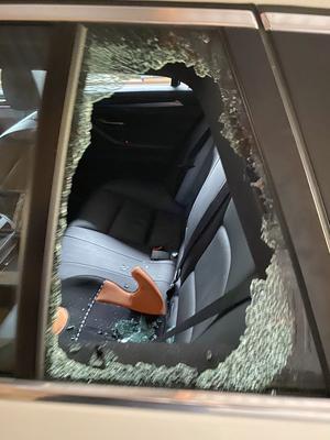 Det vanliga tillvägagångssättet är att krossa den lilla bakre sidorutan. Bilden är på en BMW i Säter som utsattes för inbrott och stöld i förra veckan.