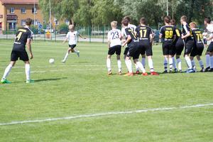 FC Nõmme United (i vitt) från Estland siktar på att vinna Aroscupen 2018