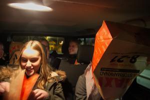 En nervös grupp tjejer fick vänta med påsar på huvudet innan det avslöjades vem som lottats till årets lucia i Hudiksvall.
