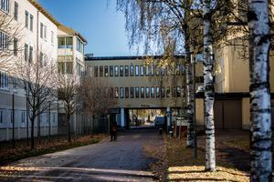 Risken är stor att hela psykiatrin flyttas till Falun, menar Mats Nilsson och Hans Johansson.