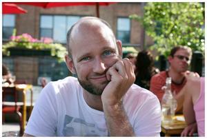 Mattias Olsson är producent och regissör av dokumentärfilm samt driver filmplattformen Campfire Stories. Han kommer från Malmö och bor numera i Järna. Foto: Privat