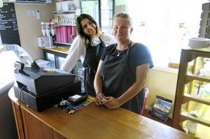 Det har varit en hygglig sommar, säger Ulrika Jidåker som assisteras i kaféet av bland annat Shirin Mamo.