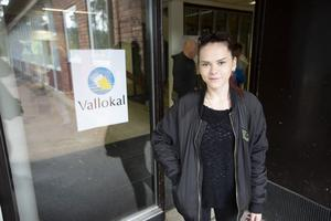 Gjort sin medborgerliga rättighet för första gången. Johanna Svedberg, Rättvik, har just avlagt sina tre första röster i valen till riksdag, kommun och landsting/region.