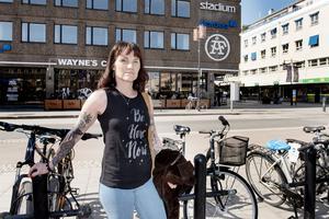 Eva Andersson vill att fler vuxna ska ta ett ansvar för att barnen ska kunna känna sig trygga på stan.