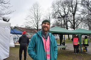 Mikael Bernadt höll igång oavbrutet i 24 timmar. Denna bild är tagen innan loppet, men han såg minst lika nöjd ut efteråt.