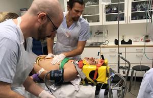 Hjärnskakning, frakturer på hela skallbasen, bakom näsan och ögat, och avslaget kindben, samt hörselbortfall på vänster öra var de skador som konstaterades när Filip Paalanen kom till sjukhuset.