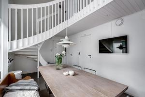 Foto: Tomas Arvidsson/ Bostadsfotograferna. Interiör från huset i Brickeberg.