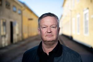 Enligt Lennart Mångs (M) är Moderaternas mål att inte lägga ner fler landsbygdsskolor.