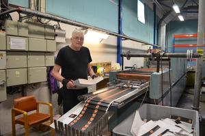Johnny Ericson har arbetat på tryckeriet i Korsnäs sedan september 1986, men nu går han i pension.