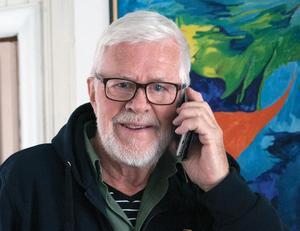 Kurt Jonsson är den som håller i konstutställningen på Galleri Grönland.