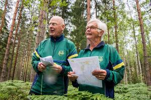 Karl och Evy är sedan länge engagerade i orienteringsklubben OK Alferna från Örebro. Evy i rollen som kassör och Karl i klubbens tidning, Älgpressen.  Han var även ordförande under många år. Då hade klubben cirka 300 medlemmar, mot dagens 62.
