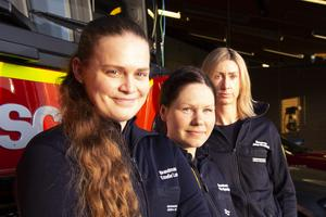 Emelie Lund, Elin Nyström och Jenny Skoglund jobbar heltid som brandmän på Kommunalförbundet södra Hälsingland.
