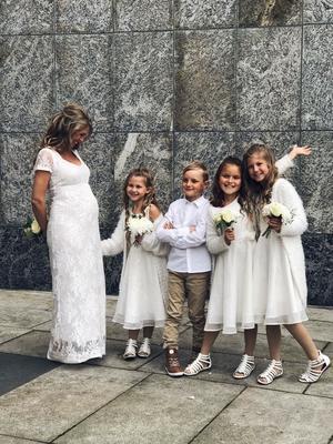 Kiki med Vintra i magen. Övriga barn från vänster: Novalie, Arvid, Elvira och  Chanelle. Foto: Privat
