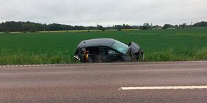 Enligt polisen så voltade bilen i samband med olyckan.