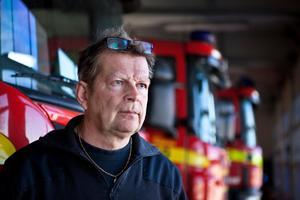 Räddningschef Jens Eriksson bekräftar att förhandlingar inletts med fackförbunden, men förnekar bestämt att någon