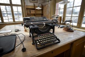 Thomas Allander har ställt i ordning kontoret med möbler och inredning som fanns kvar från Jon Paulssons tid.