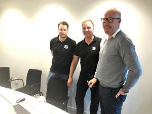Linus Pettersson och Urban Nyberg från SAIK tillsammans med Petter Lundgren, vd för Clockwork.