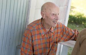 Conrad Eriksson, som avled 2015 vid 101 års ålder, skrev i en detaljrik berättelse ned sina minnen från beredskapstiden. I årets Gränge publiceras detta tidsdokument.Foto: Josefin Pikkarainen