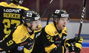 Mikael Frycklund (9) fick se sitt 3–1-mål felaktigt bortdömt. Foto: TT