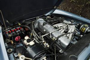 Hans Ström njuter lika mycket av det mekaniska mästerverk som döljer sig under motorhuven som bilens vackra former.