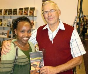 Ett kärt möte. Naserian från Kenya sökte upp Anders Trense, författare till boken