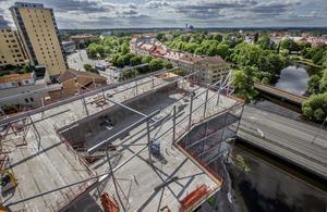 Så här såg bygget av Kulturkvarteret ut i början av augusti. Det stora projektet har kommit långt. Arkivbild: Robban Andersson.