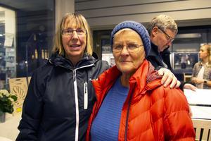 Sigbritt Olsson och Oddny Säll kom till minglet för att se vad som hänt i butiken.