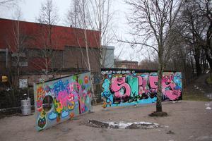 Smedjebacken har sedan en tid tillbaka en laglig graffitivägg.  Foto: Ulf Lundén
