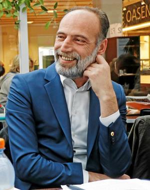 Behcet Barsom. (KD), ordförande i varuförsörjningsnämnden.