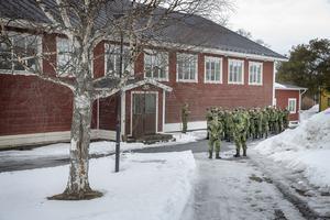 Ett par hundra personer deltog i minnesceremonin för Helena Fjellström i idrottshallen på Frösö park.