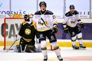 Anton Bengtsson och HV71 tog tre viktiga poäng när Brynäs besegrades med 4-2. Bilden är från en tidigare match.
