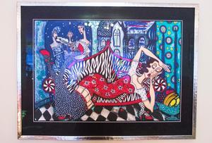 På väggarna har Stefan många tavlor av konstnären Angelica Wiik.