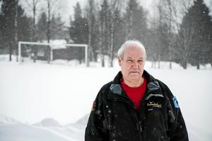 Leif Jonsson tillhör den bofasta skaran i Naggen, och han säger att de flest i byn inte är allt för intresserade av vad som  till slut blir resultatet av alla vindkraftsprojekt i området.