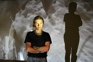 Tilda Lovell inför invigningen av utställningen The Queen Conch sommaren 2017.