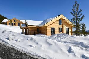 Två av många fritidshus som nu byggs på Idre Himmelfjäll.