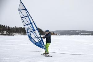 Emil Elderby provade att vindsurfa för första gången.